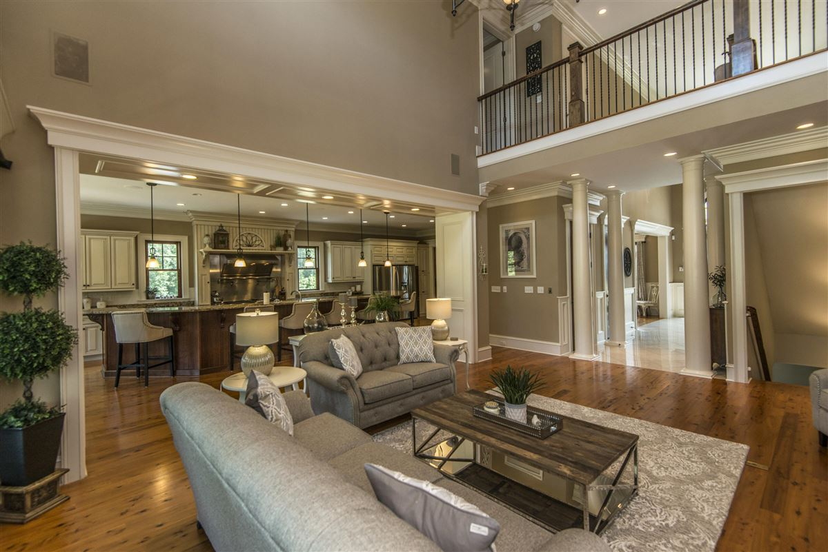 Mansions This magnificent estate offers unparalleled elegance