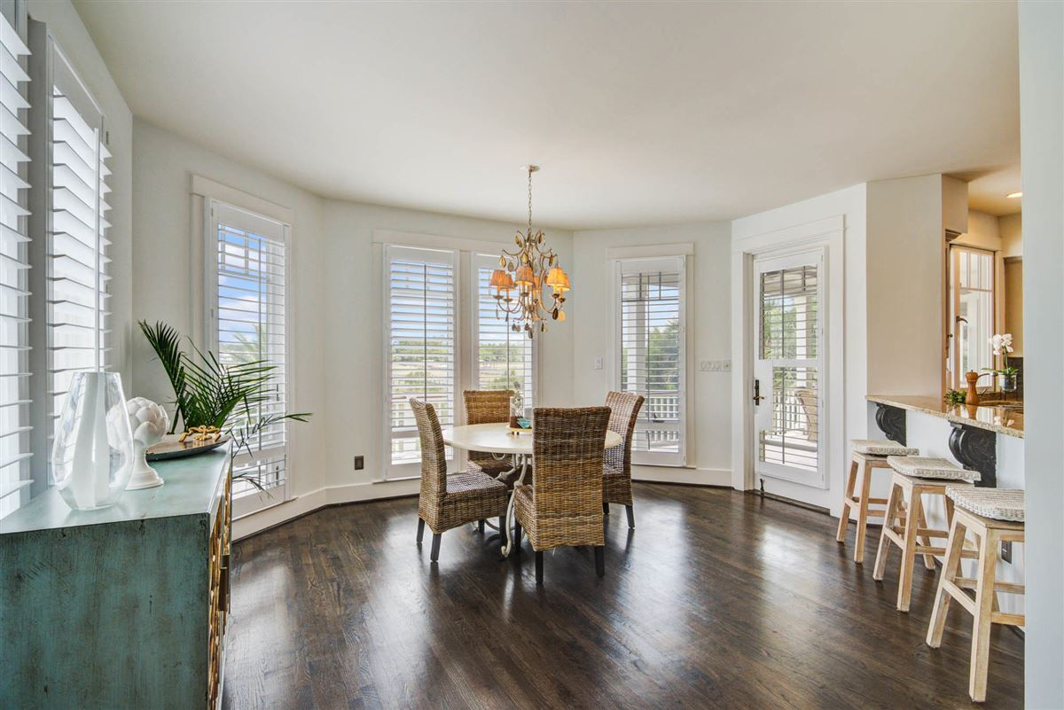 Low Country Living at its finest in mount pleasant mansions
