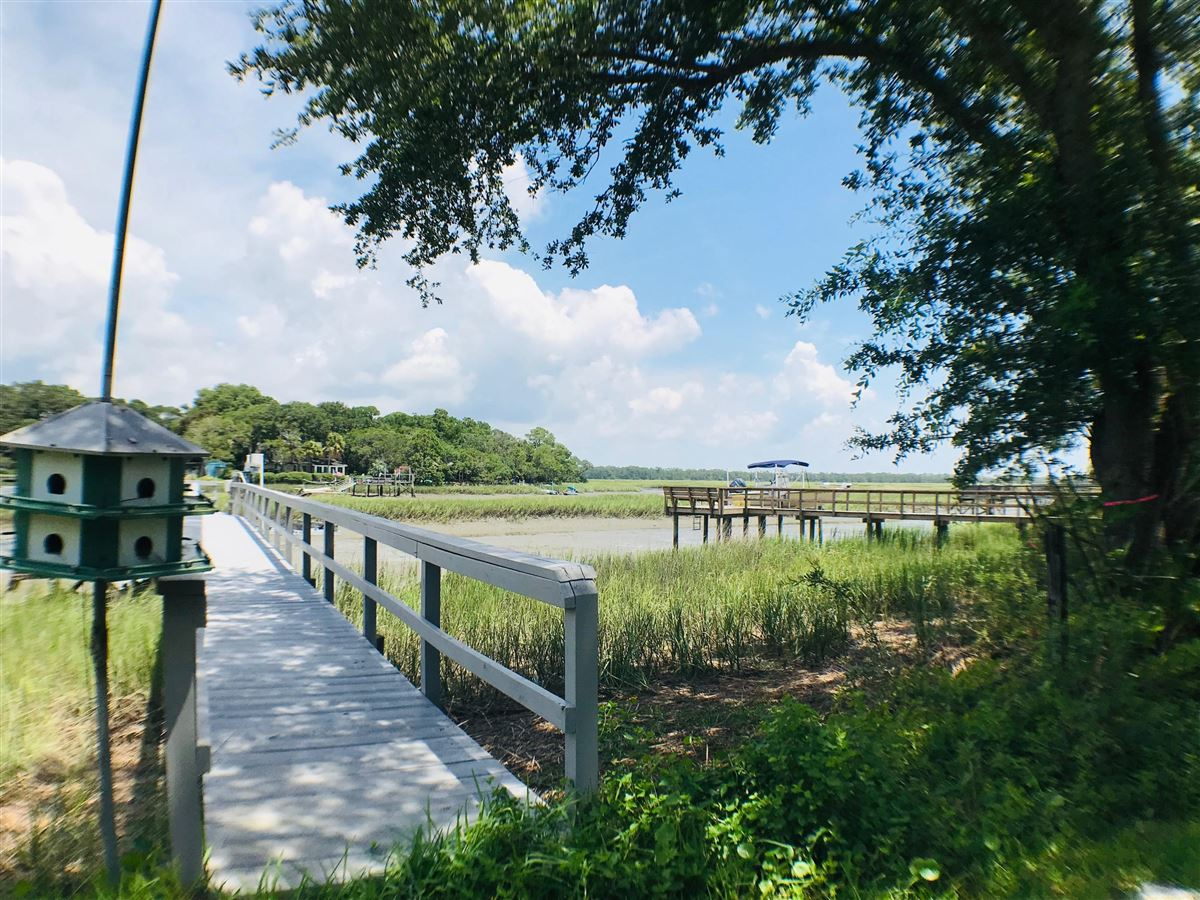 Mansions in gorgeous waterfront property for rent