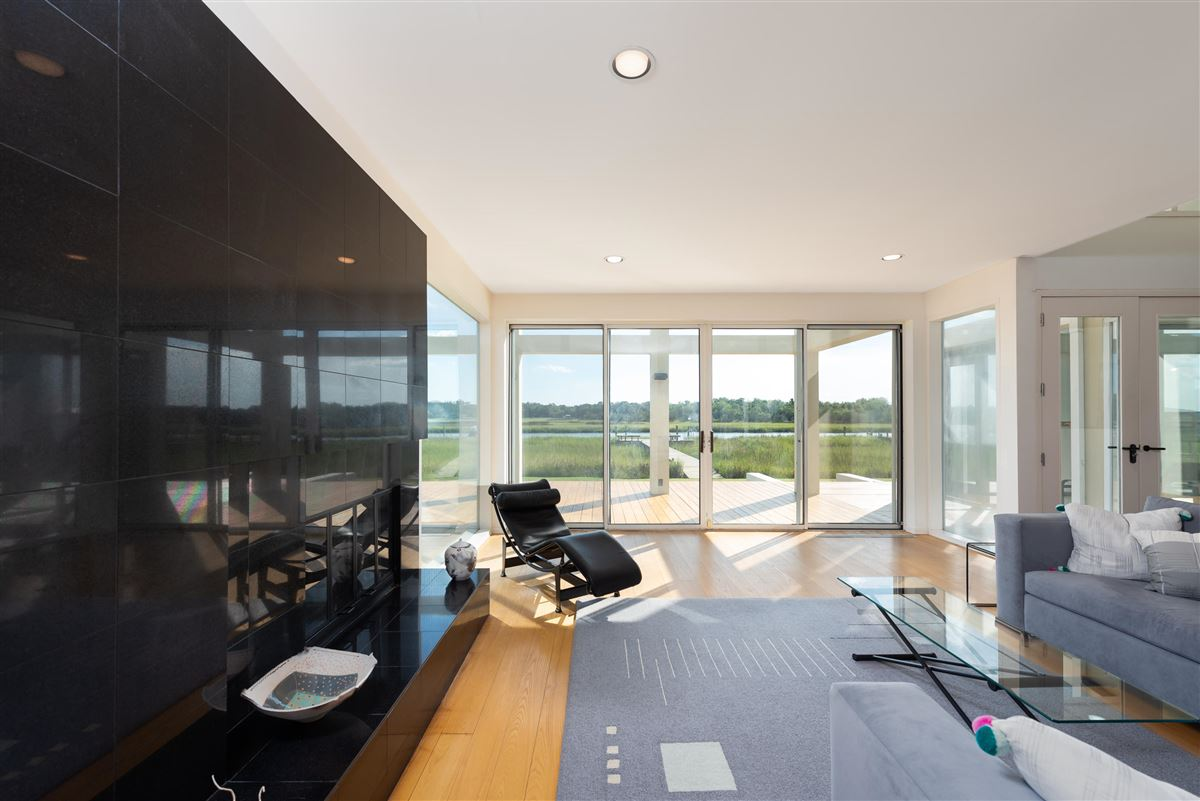 Luxury homes Welcome to 25 Rebellion Road