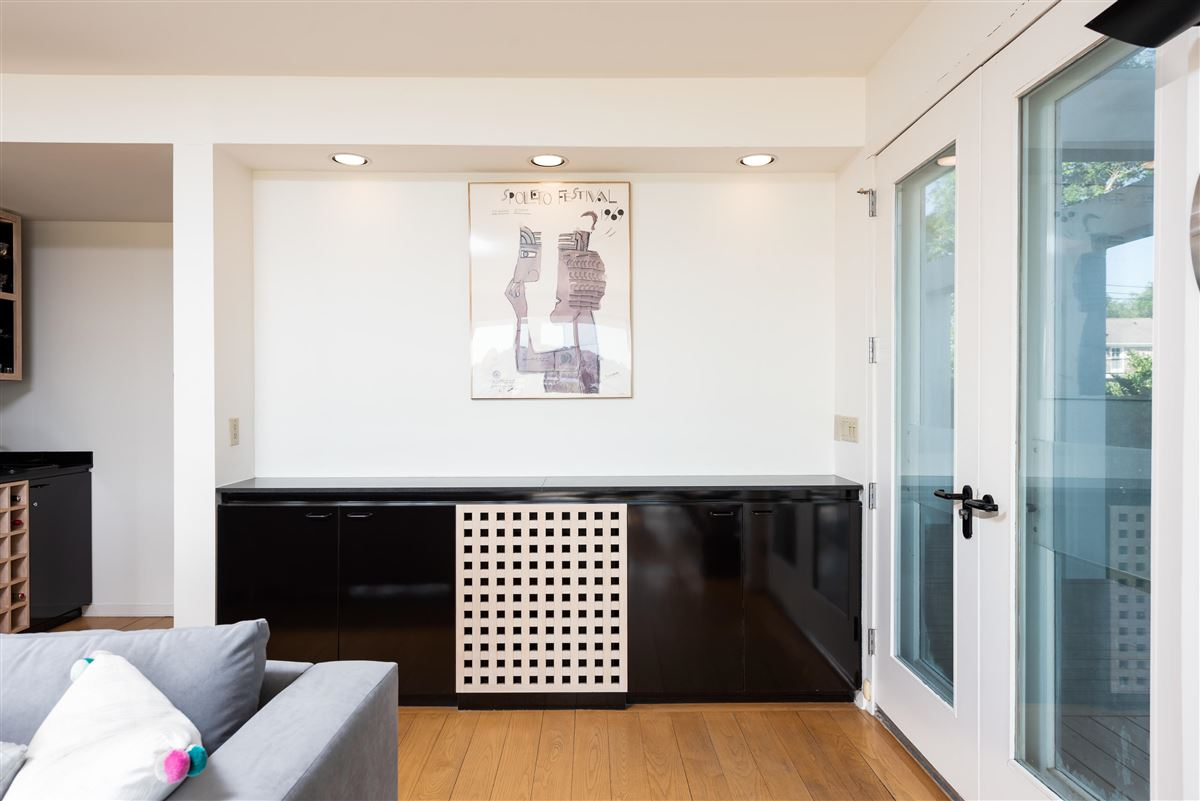 Luxury real estate Welcome to 25 Rebellion Road