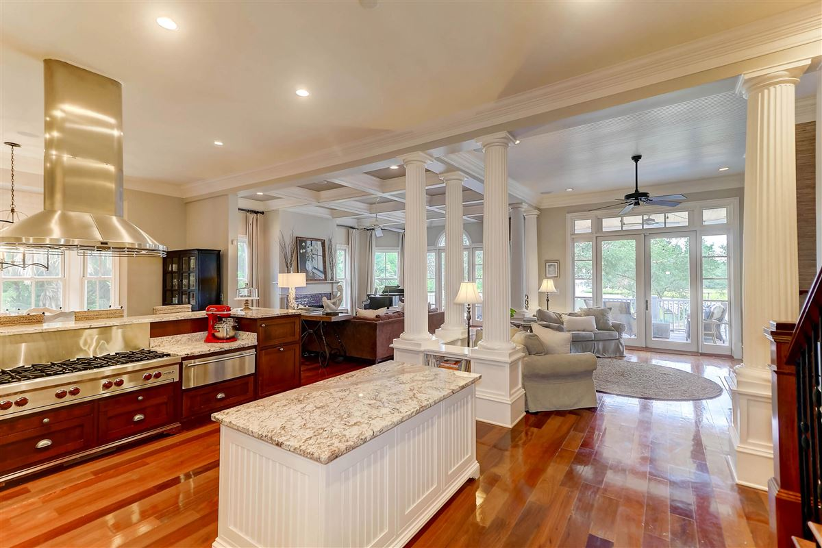Mansions High bluff with expansive views