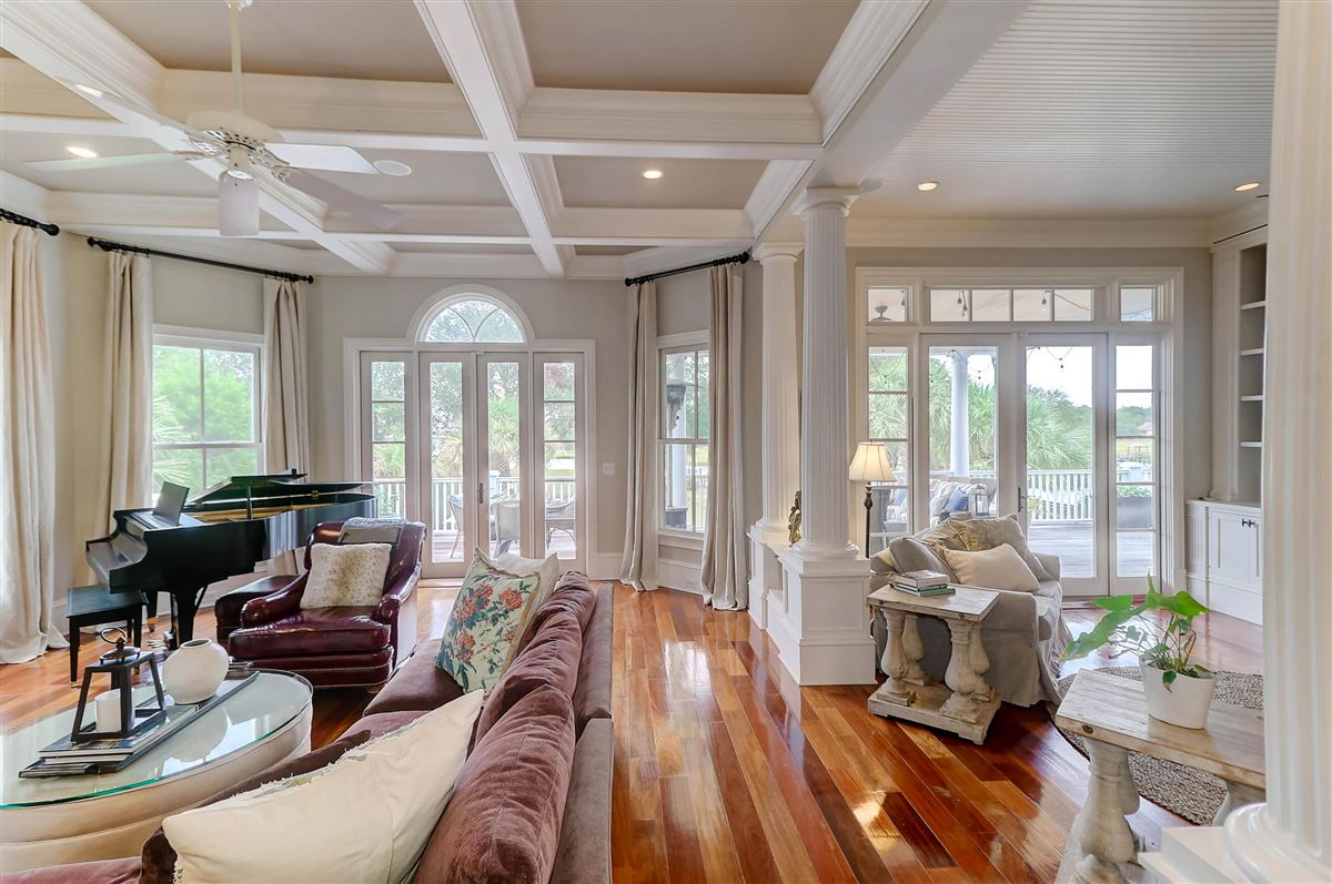 Luxury homes High bluff with expansive views