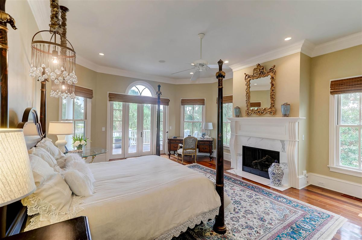 Luxury properties High bluff with expansive views