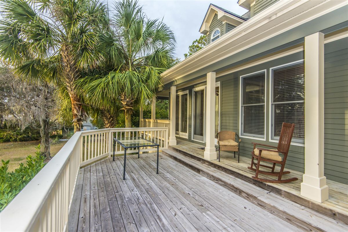 rental on the lake in Headquarters Plantation luxury real estate