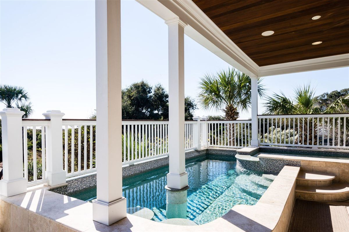 Luxury real estate Palm Breeze
