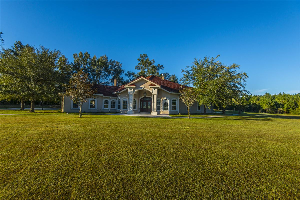 Luxury properties live the equestrian dream in heart of cottageville