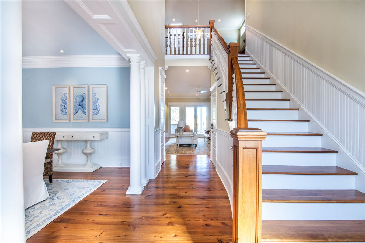 perfect blend of traditional and modern in prestigious location mansions