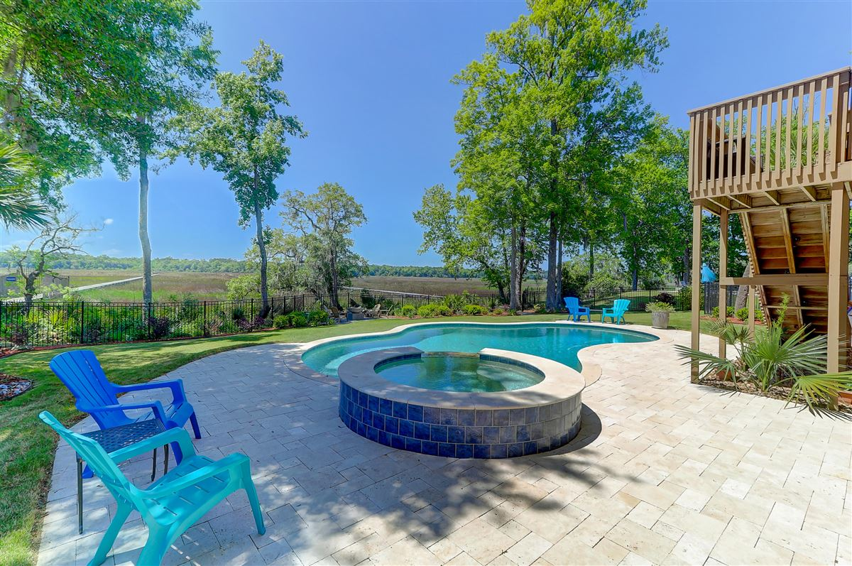Luxury homes in immaculate North charleston property