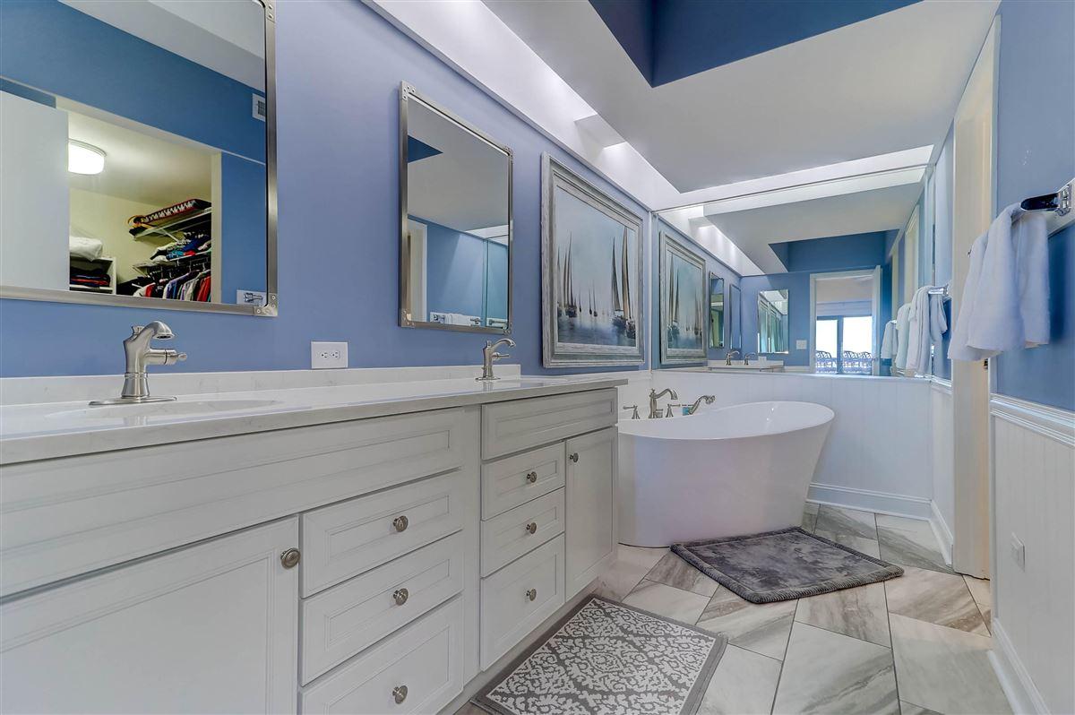 Welcome to a magnificent third floor luxury condominium luxury homes