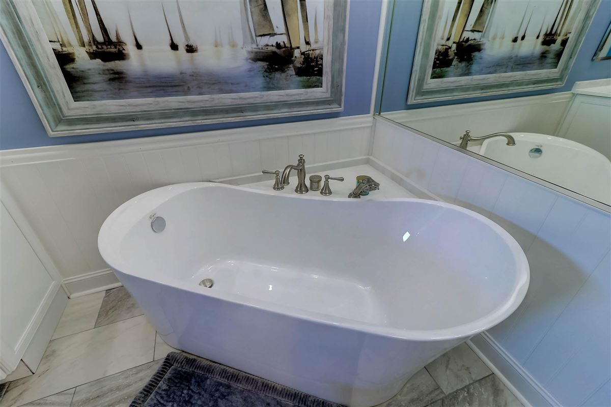 Luxury real estate Welcome to a magnificent third floor luxury condominium