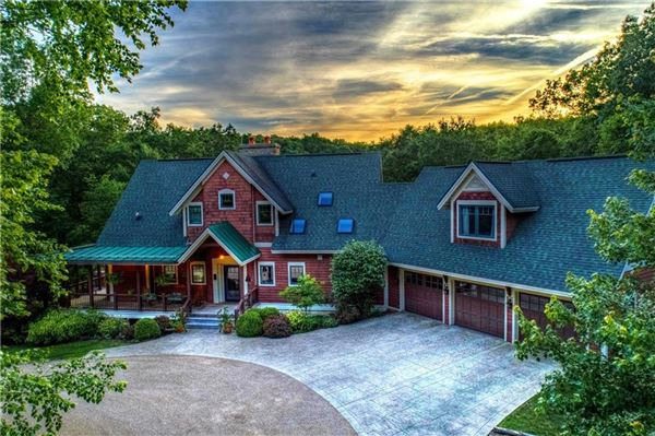 Luxury homes in Serenity Lake Lodge in nashville