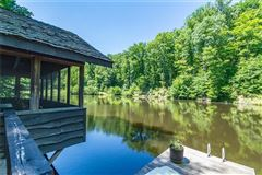 Luxury properties Serenity Lake Lodge in nashville