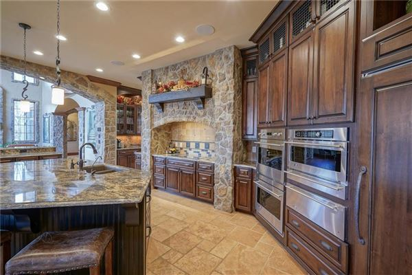 Luxury homes in Incredible Zionsville Estate