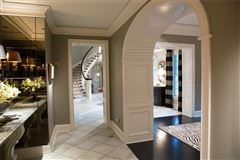 Mansions in exquisite home includes a Wine cellar