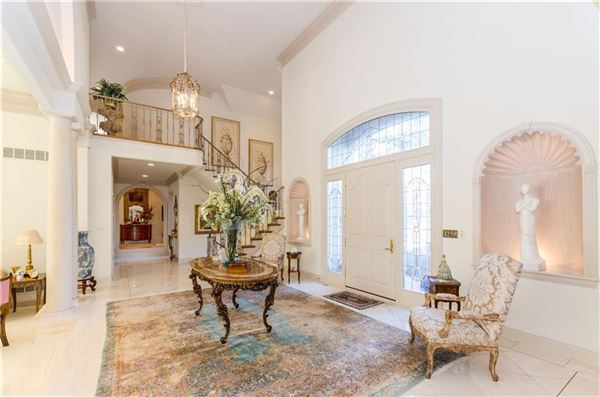 uncompromising quality in exclusive Laurelwood mansions