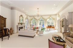 Mansions in uncompromising quality in exclusive Laurelwood