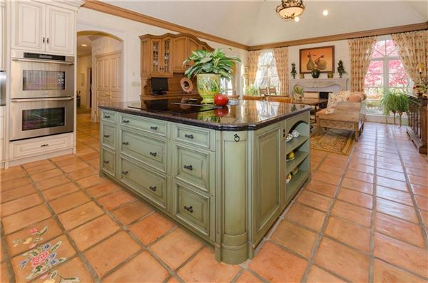 Luxury homes uncompromising quality in exclusive Laurelwood