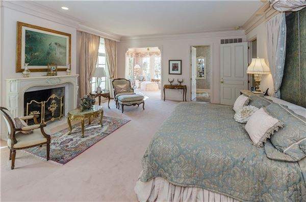 Luxury real estate uncompromising quality in exclusive Laurelwood