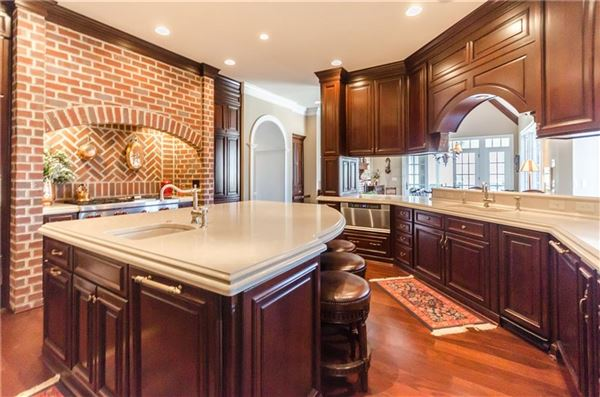 Luxury properties Extraordinary Estate with So Many Features
