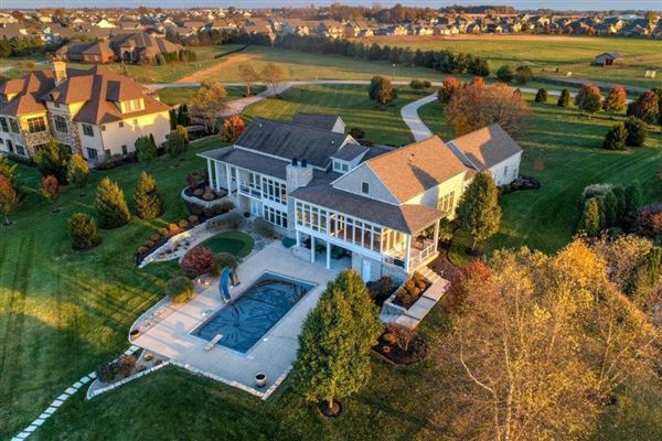 Luxury homes Gorgeous estate with stunning views