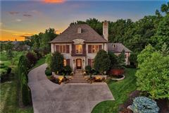Mansions in breathtaking timeless beauty