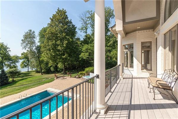 Mansions in special property with beautiful views