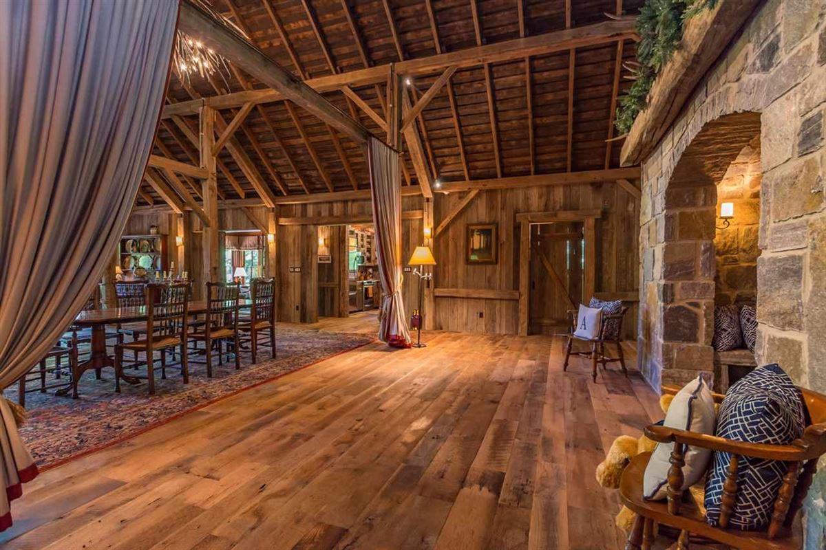 Luxury homes in true rustic retreat