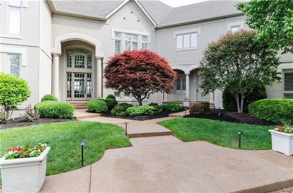 Luxury homes majestic home with picturesque views of Geist