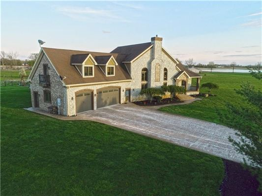 Luxury homes Beautiful 12 acres in Alexandria
