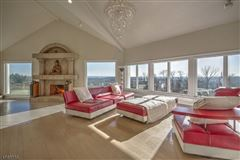 Luxury homes A retreat with panoramic views