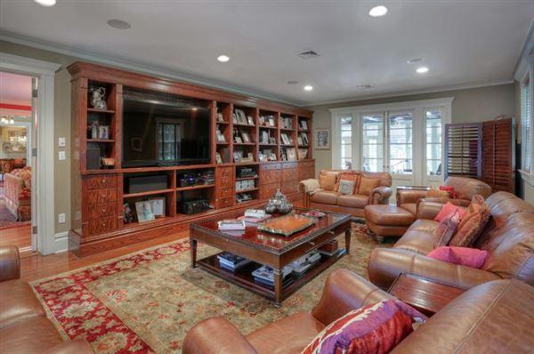 Luxury properties Elegant 1914 Colonial revival home