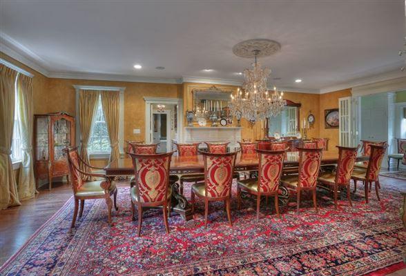 Elegant 1914 Colonial revival home luxury properties