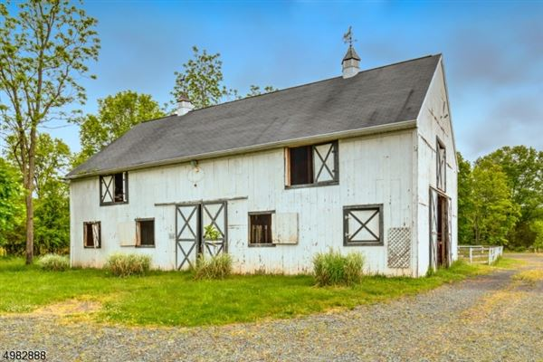 Luxury homes Traditional Farmhouse on 67 acres