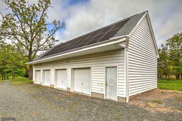 Luxury real estate Traditional Farmhouse on 67 acres