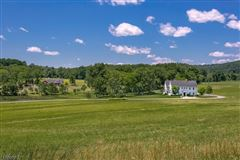 Luxury homes in Meadowbrook Farm