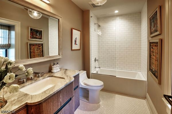 Luxury homes in NYC train lifestyle
