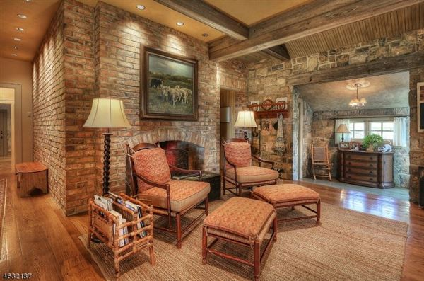 Luxury properties Roxiticus Valley country estate