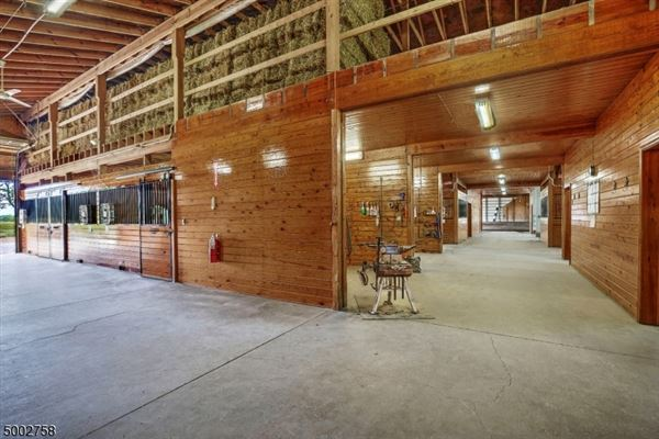 Mansions in state of the art equestrian property