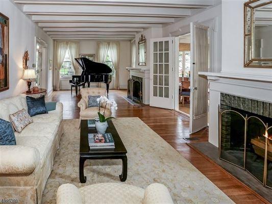 landmark Washington's Headquarters ColoniaL luxury homes