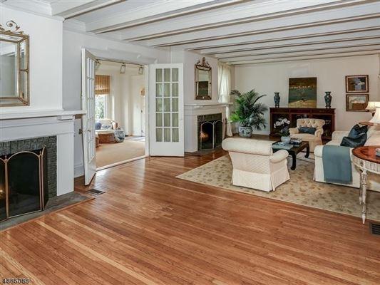 Luxury real estate landmark Washington's Headquarters ColoniaL