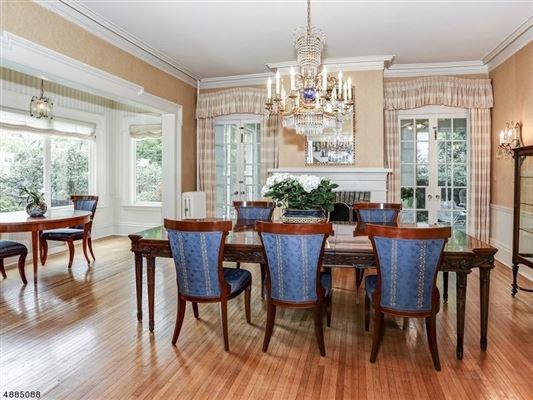 Luxury properties landmark Washington's Headquarters ColoniaL