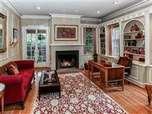 Luxury homes in landmark Washington's Headquarters ColoniaL