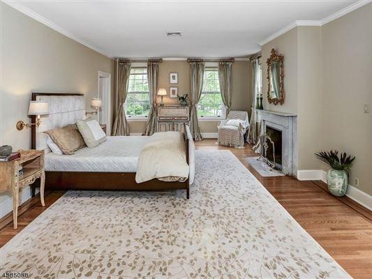 Luxury homes landmark Washington's Headquarters ColoniaL