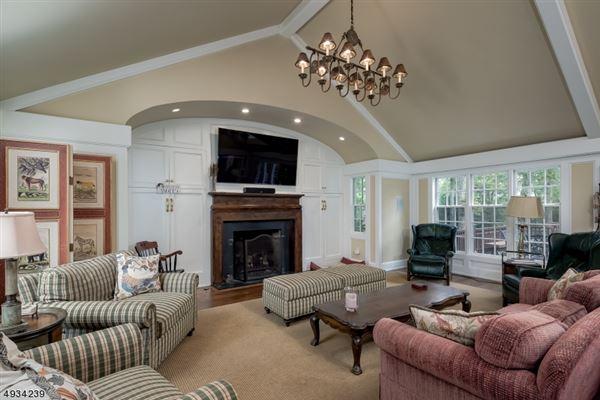 Luxury properties Classic Estate on the Bernardsville Mountain