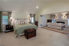 Luxury homes Classic Estate on the Bernardsville Mountain