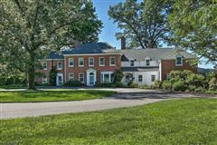 Mansions Singing Wood - finely-appointed famous estate