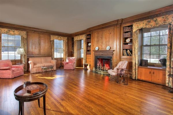 Luxury properties Singing Wood - finely-appointed famous estate