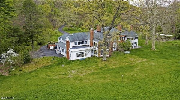 Luxury real estate Singing Wood - finely-appointed famous estate
