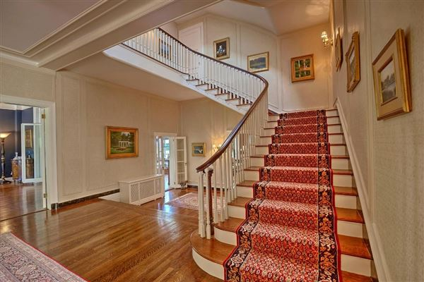 Luxury homes Misty Acres - updated and restored landmark estate